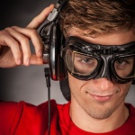 headphones-890881_1920