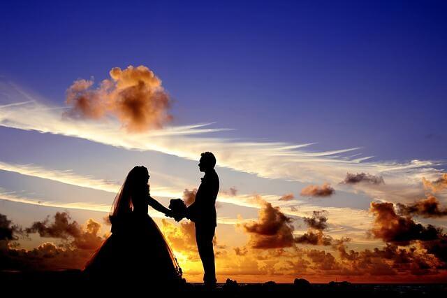 Die Hochzeitsglocken läuten hören