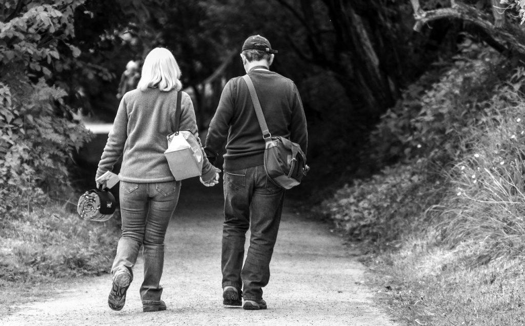 Junger Mann und ältere Frau? Tipps für die Beziehung