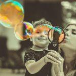 Wie die Mutter-Sohn-Beziehung deine Partnerschaft beeinflussen kann